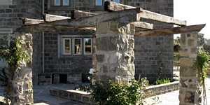 pergola-stone-wood-kingdom-gardens-design