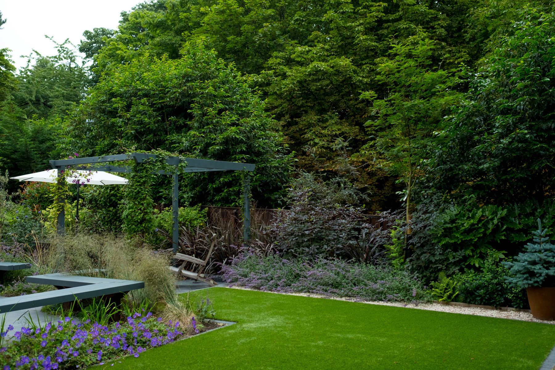 Modern garden design and build yorkshire kingdom gardens for Garden design yorkshire