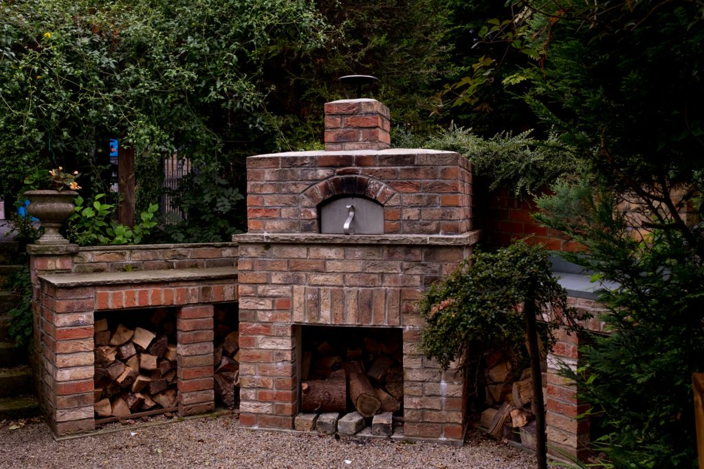 Pizza oven. Garden design and build, Leeds