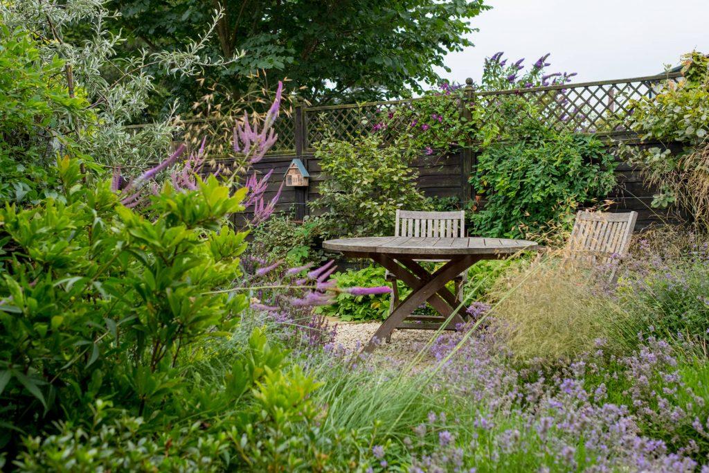 Small courtyard garden. Leeds garden designa dn build