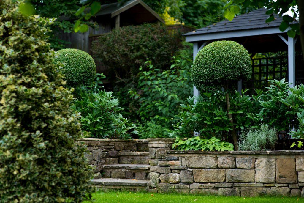 York stone steps and grey pergola. Harrogate garden design and b
